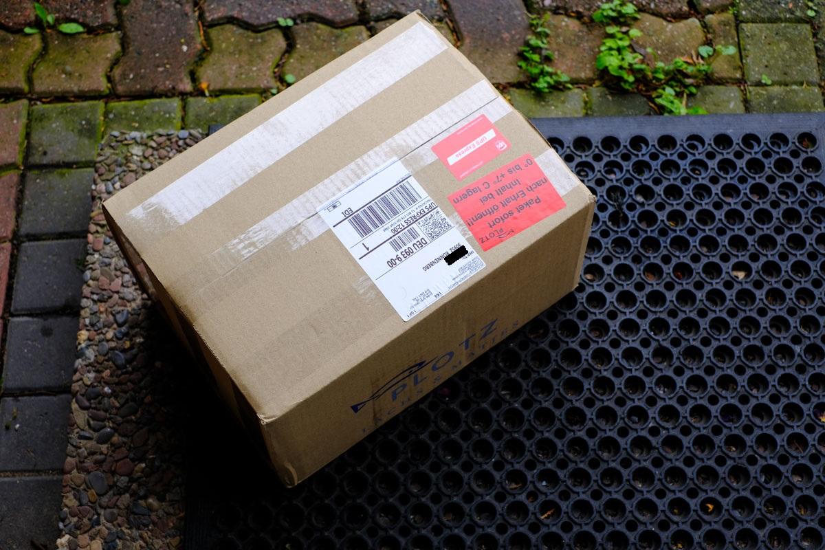 Plotz Paket vor der Haustür