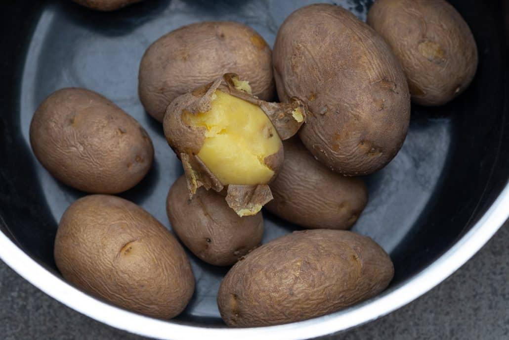 Junge, knackige Kartoffeln aus der Region schmecken zum Matjes einfach richtig lecker