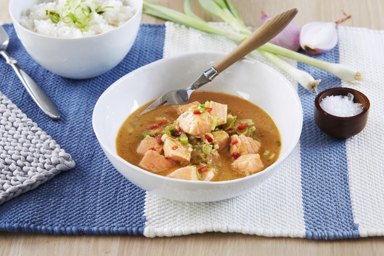 Gebratener Lachs in einer Kokos- Curry-Soße